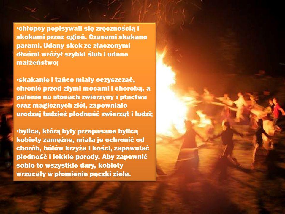 chłopcy popisywali się zręcznością i skokami przez ogień