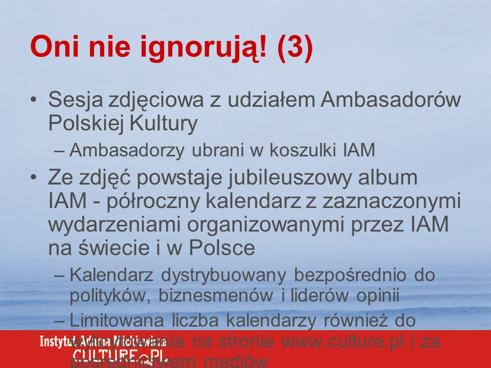 Oni nie ignorują! (3) Sesja zdjęciowa z udziałem Ambasadorów Polskiej Kultury. Ambasadorzy ubrani w koszulki IAM.