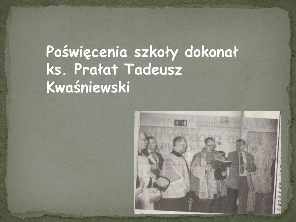 Poświęcenia szkoły dokonał ks. Prałat Tadeusz Kwaśniewski