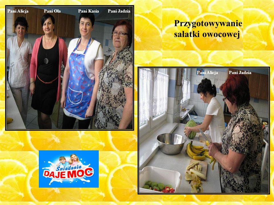 Przygotowywanie sałatki owocowej Pani Alicja Pani Ola Pani Kasia