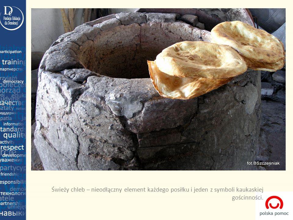 Świeży chleb – nieodłączny element każdego posiłku i jeden z symboli kaukaskiej gościnności.