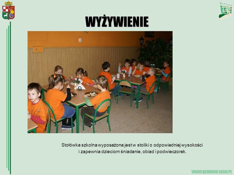 WYŻYWIENIE Stołówka szkolna wyposażona jest w stoliki o odpowiedniej wysokości.