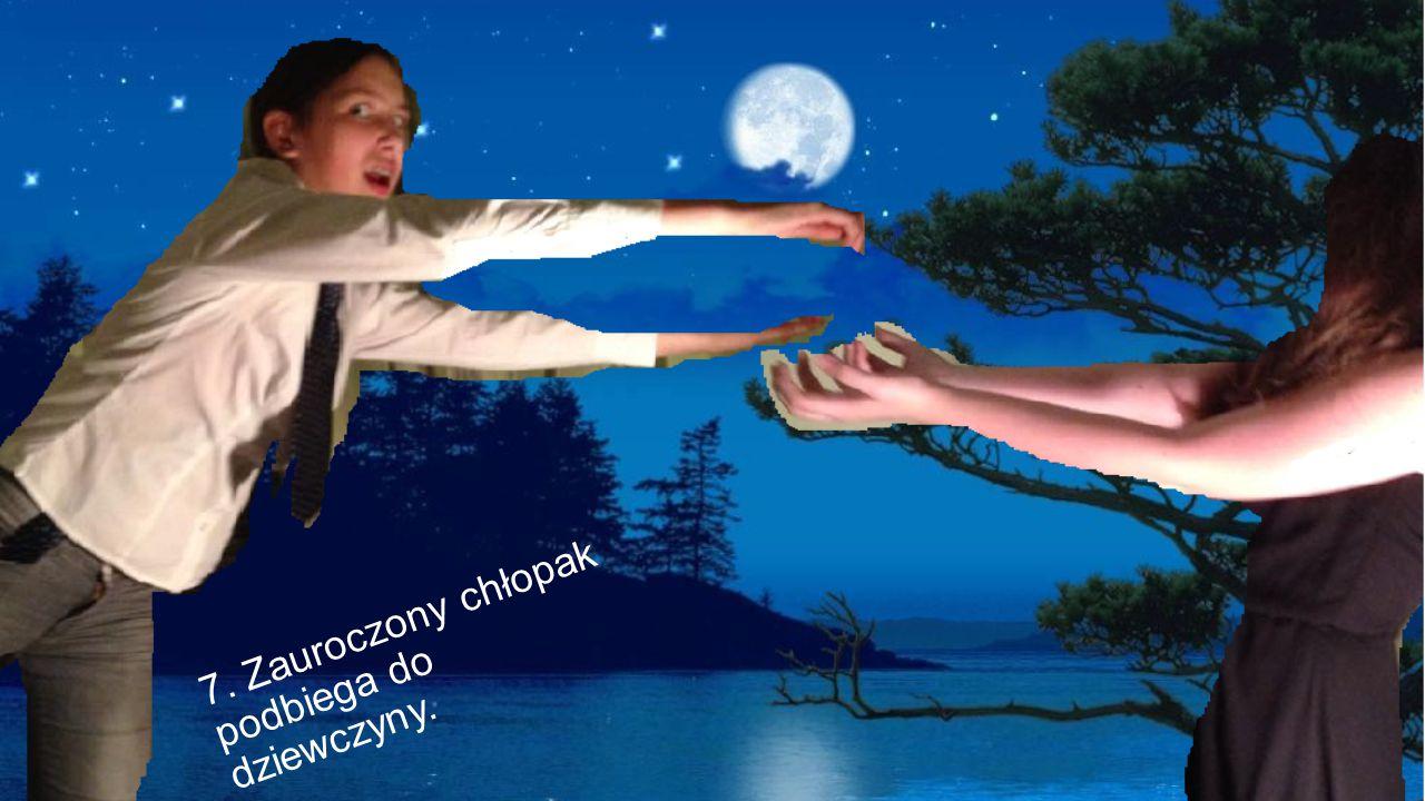 7. Zauroczony chłopak podbiega do dziewczyny.
