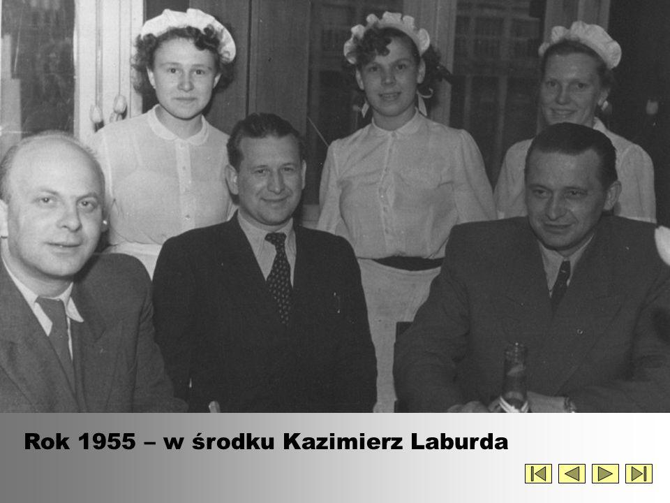 Rok 1955 – w środku Kazimierz Laburda