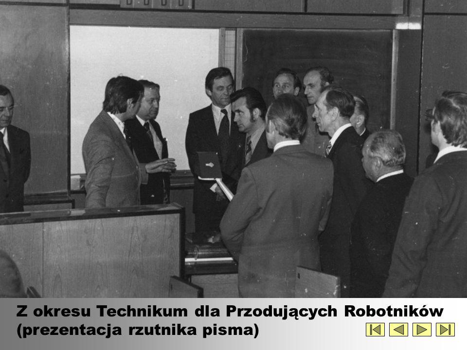 Z okresu Technikum dla Przodujących Robotników (prezentacja rzutnika pisma)