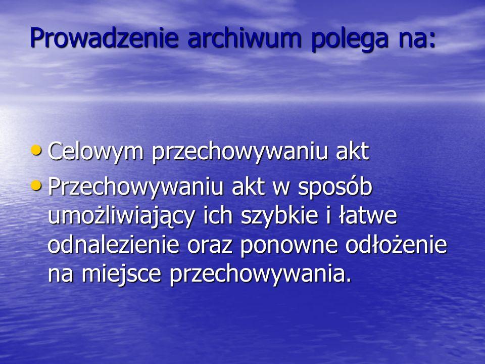 Prowadzenie archiwum polega na: