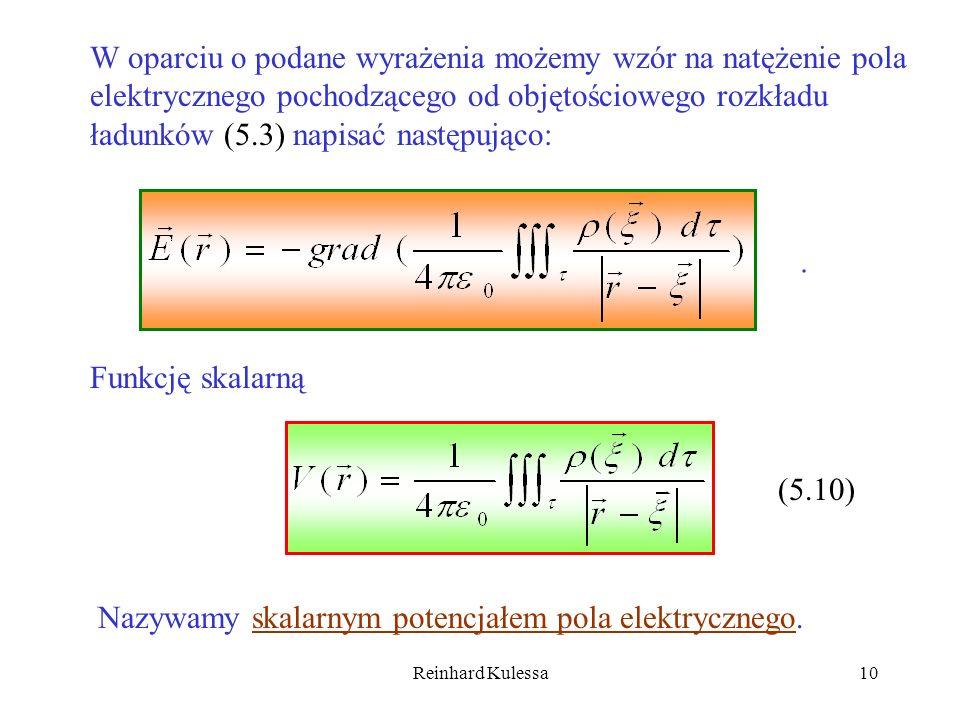 W oparciu o podane wyrażenia możemy wzór na natężenie pola