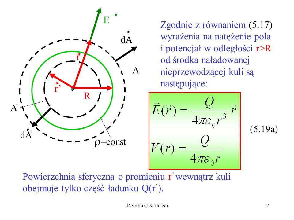 E Zgodnie z równaniem (5.17) wyrażenia na natężenie pola i potencjał w odległości r>R od środka naładowanej nieprzewodzącej kuli są następujące: