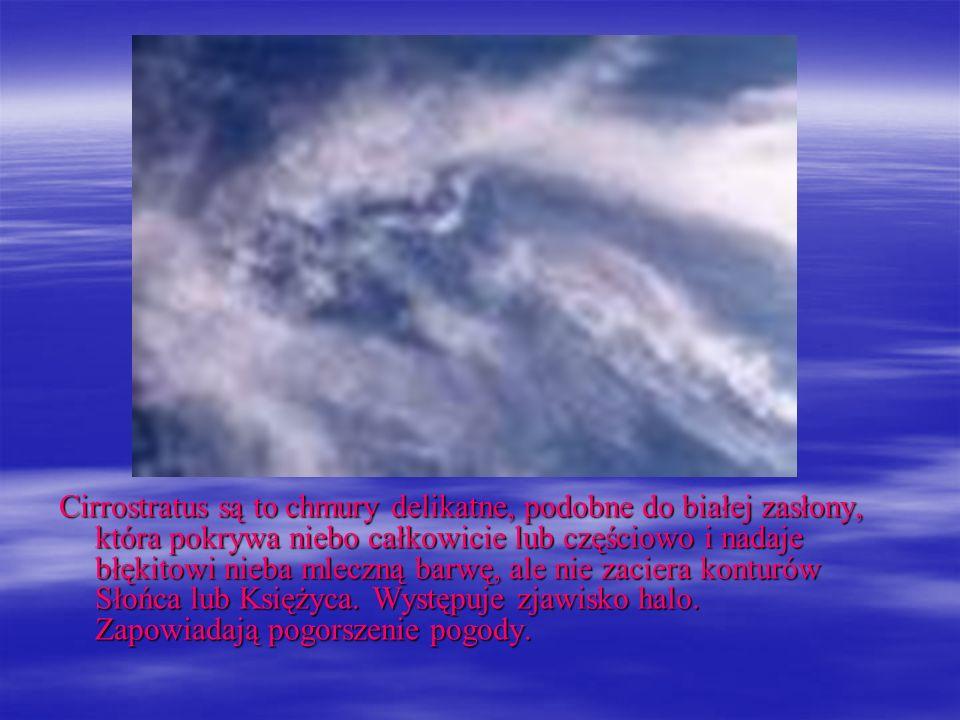 Cirrostratus są to chmury delikatne, podobne do białej zasłony, która pokrywa niebo całkowicie lub częściowo i nadaje błękitowi nieba mleczną barwę, ale nie zaciera konturów Słońca lub Księżyca.