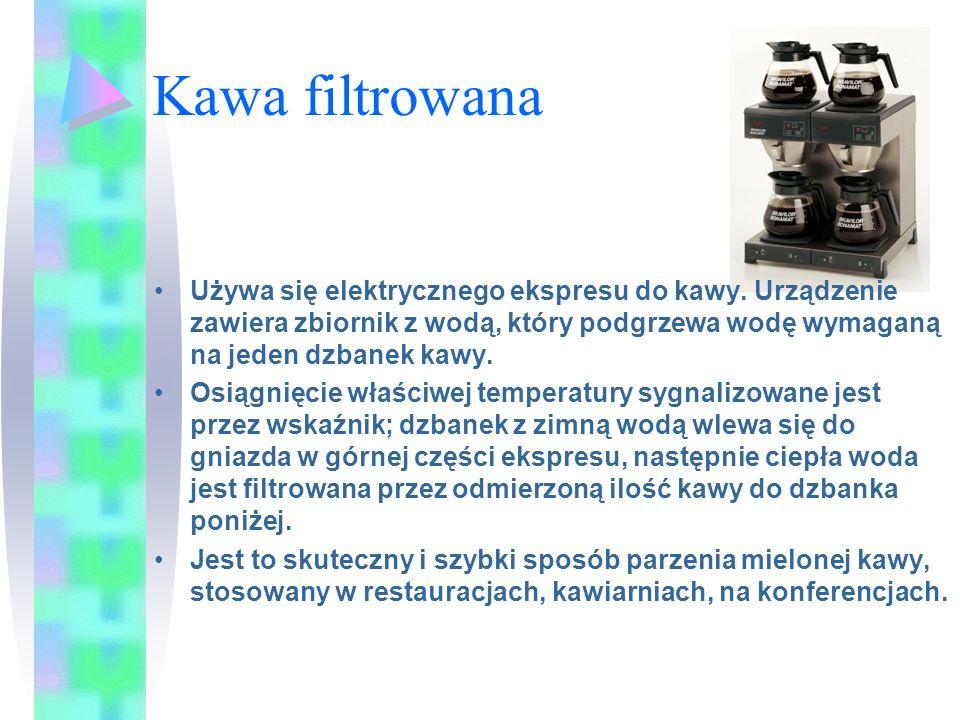 Kawa filtrowana Używa się elektrycznego ekspresu do kawy. Urządzenie zawiera zbiornik z wodą, który podgrzewa wodę wymaganą na jeden dzbanek kawy.
