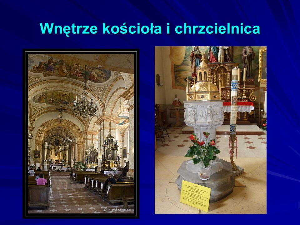 Wnętrze kościoła i chrzcielnica