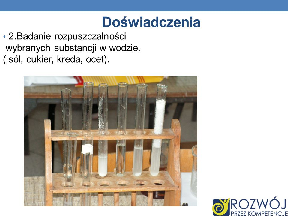 Doświadczenia 2.Badanie rozpuszczalności wybranych substancji w wodzie. ( sól, cukier, kreda, ocet).
