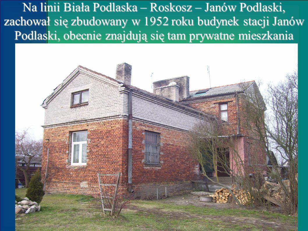 Na linii Biała Podlaska – Roskosz – Janów Podlaski, zachował się zbudowany w 1952 roku budynek stacji Janów Podlaski, obecnie znajdują się tam prywatne mieszkania