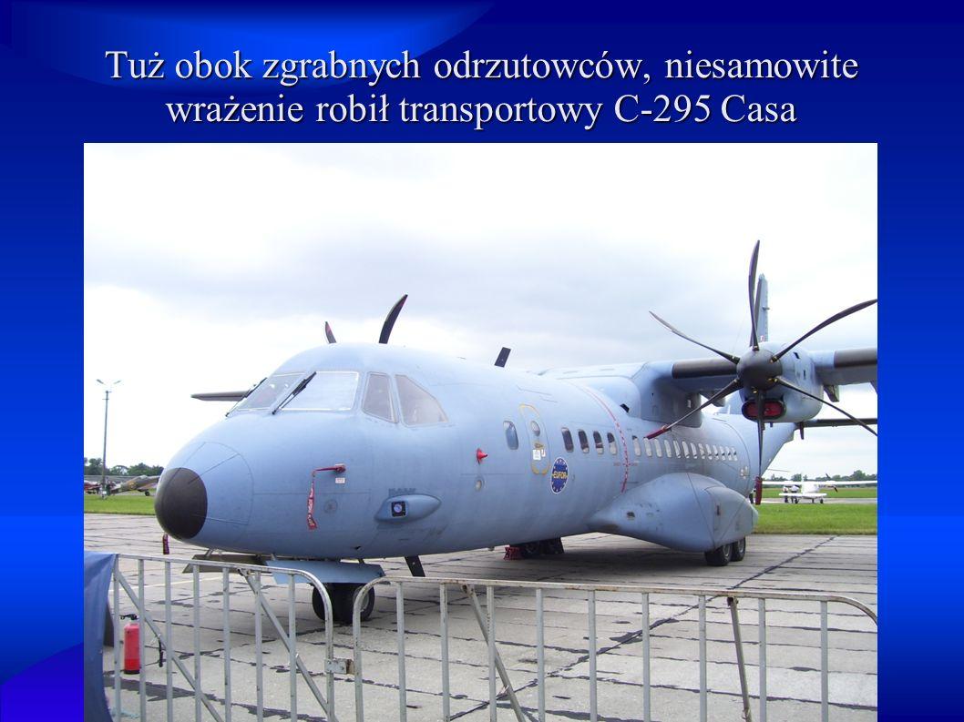 Tuż obok zgrabnych odrzutowców, niesamowite wrażenie robił transportowy C-295 Casa