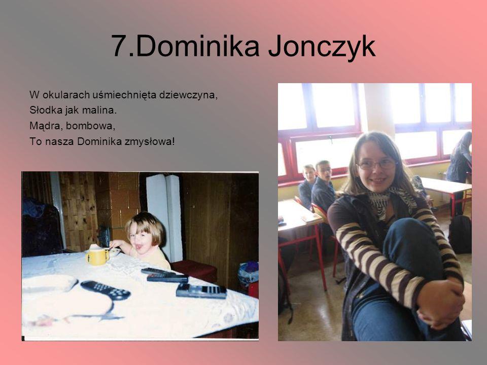 7.Dominika Jonczyk W okularach uśmiechnięta dziewczyna,