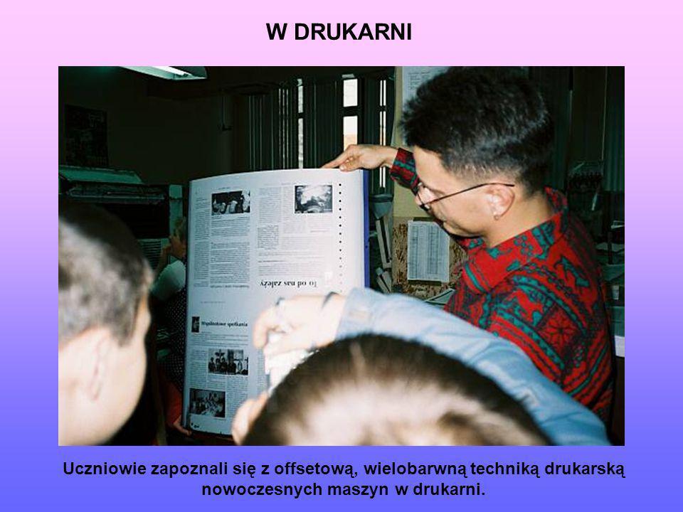 W DRUKARNIUczniowie zapoznali się z offsetową, wielobarwną techniką drukarską nowoczesnych maszyn w drukarni.