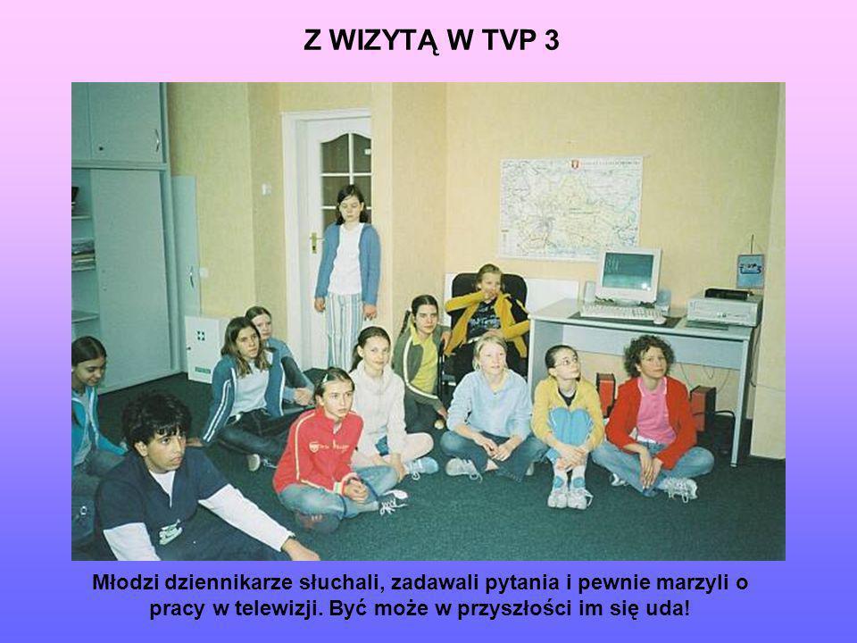 Z WIZYTĄ W TVP 3 Młodzi dziennikarze słuchali, zadawali pytania i pewnie marzyli o pracy w telewizji.