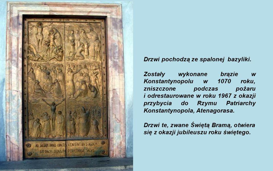 Drzwi pochodzą ze spalonej bazyliki.
