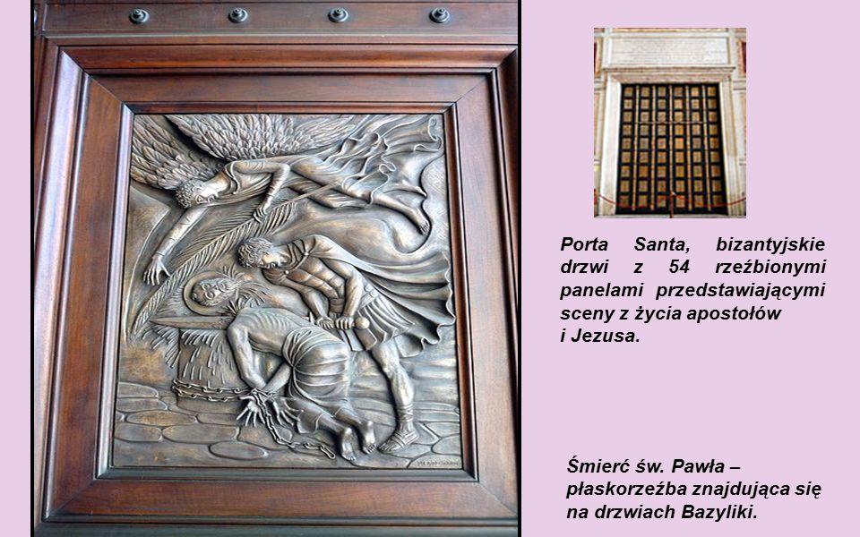 Porta Santa, bizantyjskie drzwi z 54 rzeźbionymi panelami przedstawiającymi sceny z życia apostołów