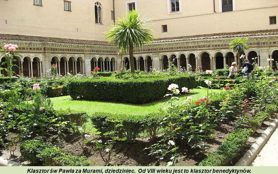 Klasztor św Pawła za Murami, dziedziniec