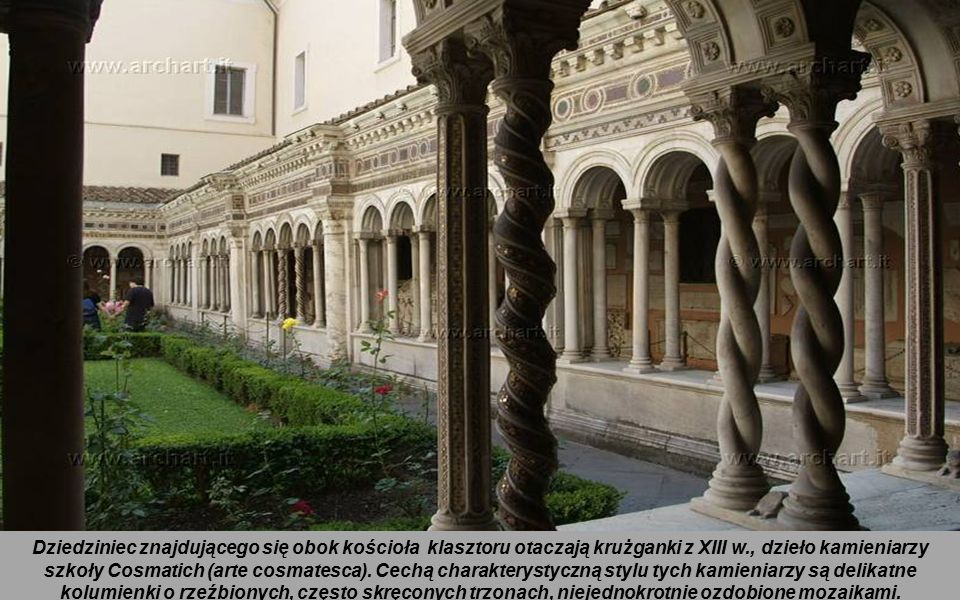 Dziedziniec znajdującego się obok kościoła klasztoru otaczają krużganki z XIII w., dzieło kamieniarzy szkoły Cosmatich (arte cosmatesca).