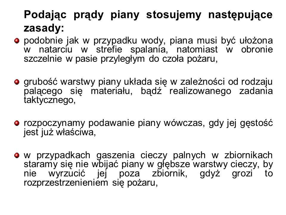 Podając prądy piany stosujemy następujące zasady: