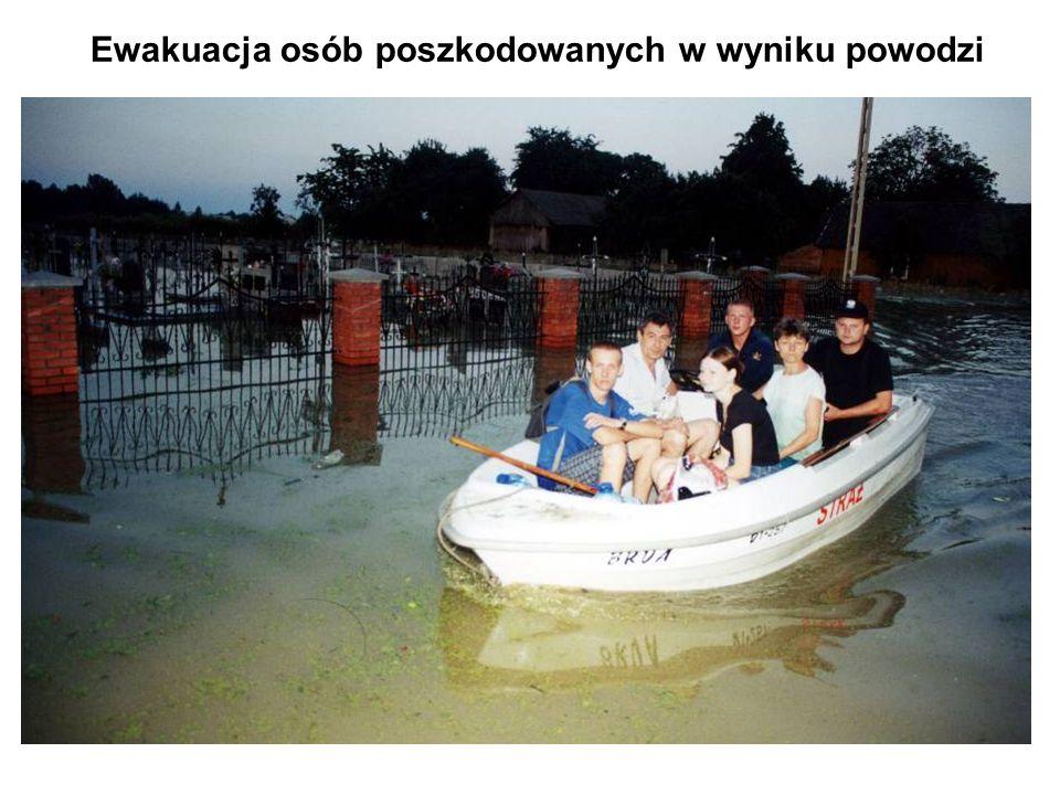 Ewakuacja osób poszkodowanych w wyniku powodzi