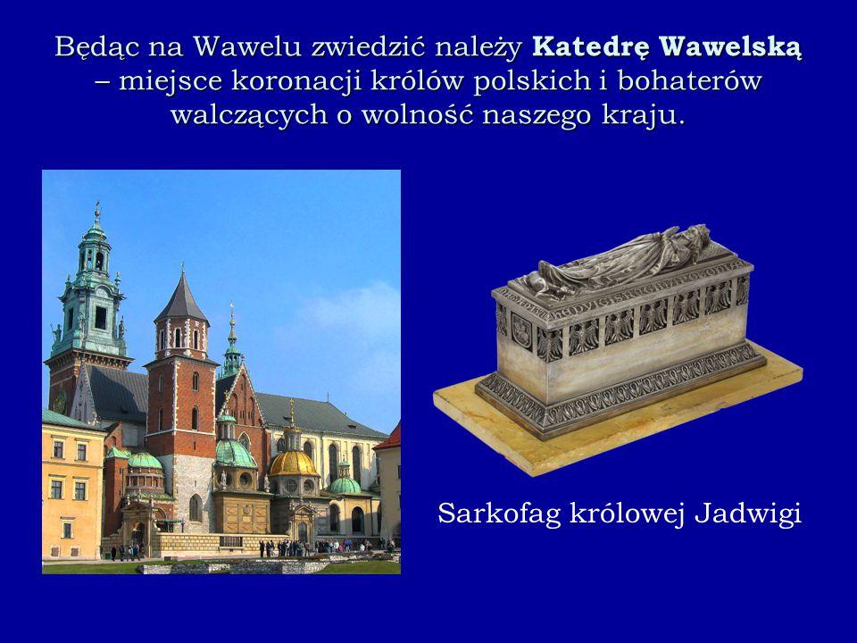 Będąc na Wawelu zwiedzić należy Katedrę Wawelską – miejsce koronacji królów polskich i bohaterów walczących o wolność naszego kraju.
