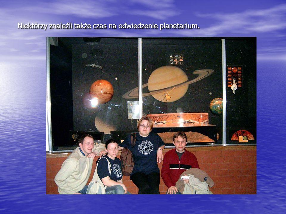 Niektórzy znaleźli także czas na odwiedzenie planetarium.