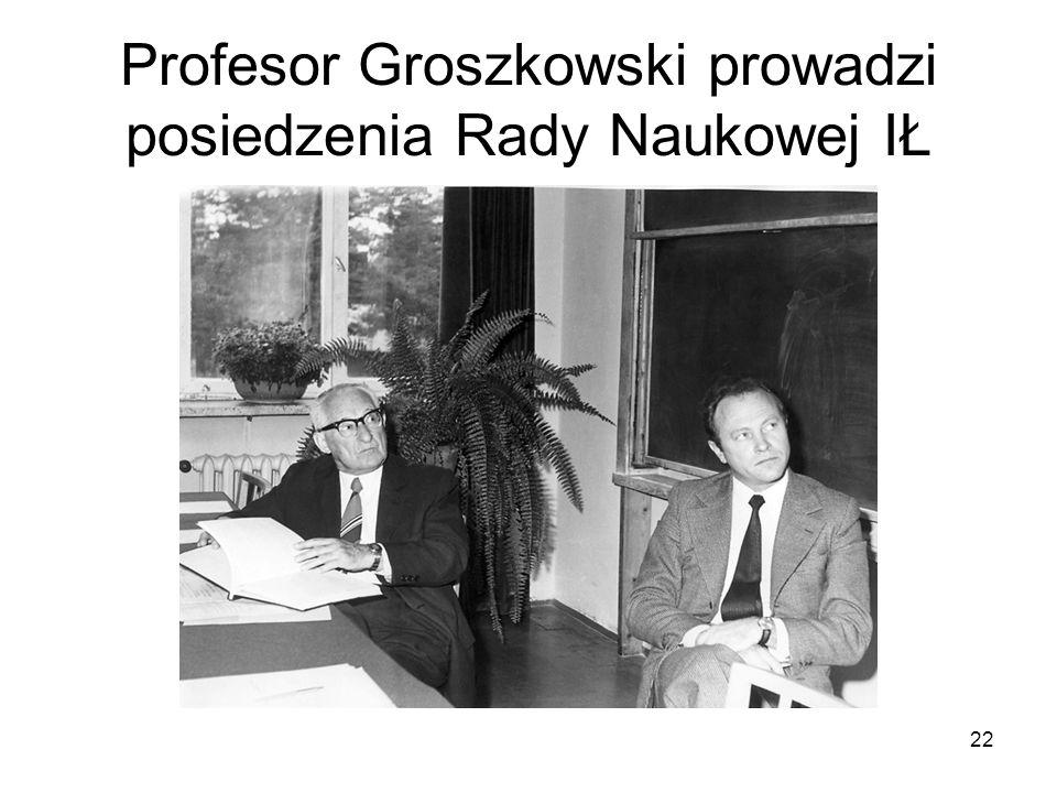 Profesor Groszkowski prowadzi posiedzenia Rady Naukowej IŁ