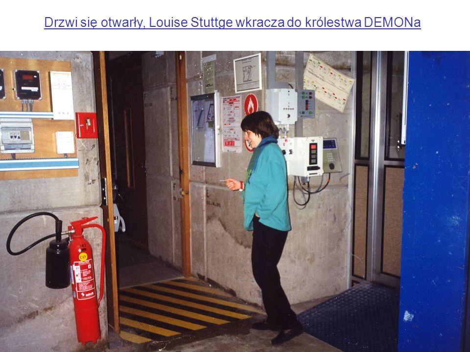 Drzwi się otwarły, Louise Stuttge wkracza do królestwa DEMONa