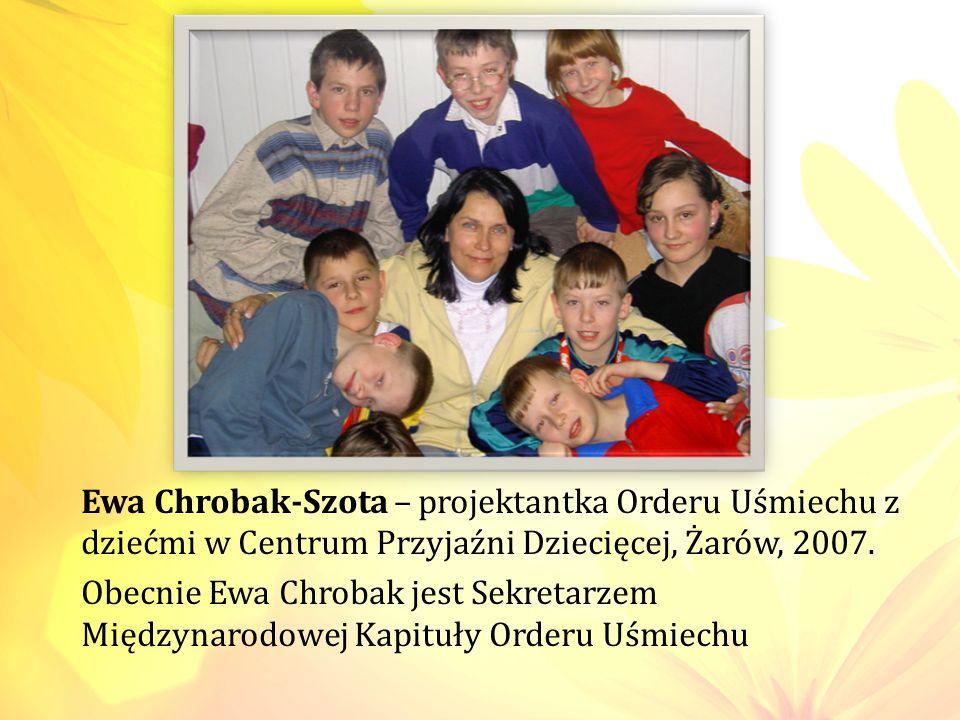 Ewa Chrobak-Szota – projektantka Orderu Uśmiechu z dziećmi w Centrum Przyjaźni Dziecięcej, Żarów, 2007.