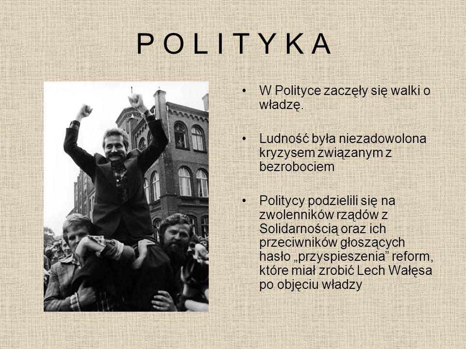 P O L I T Y K A W Polityce zaczęły się walki o władzę.