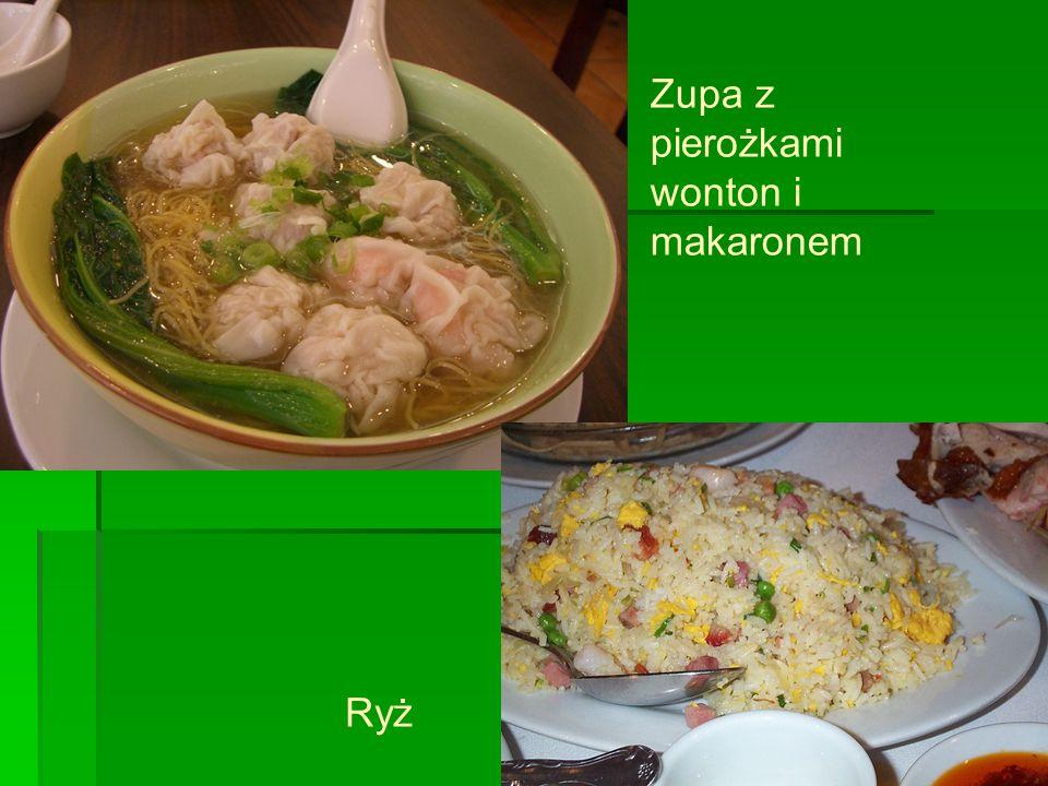 Zupa z pierożkami wonton i makaronem