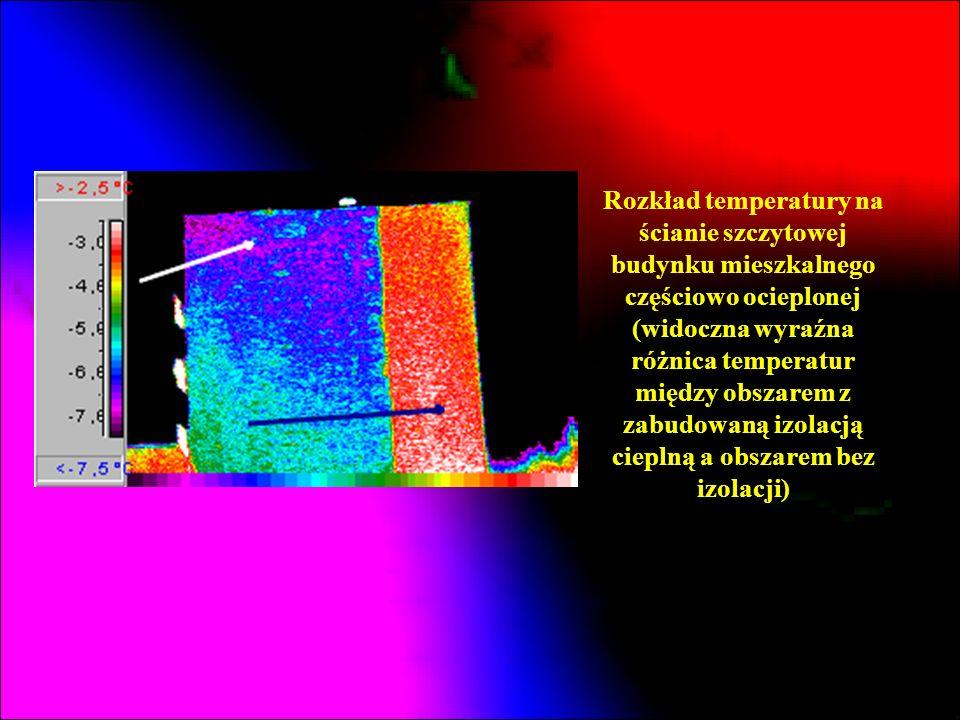 Rozkład temperatury na ścianie szczytowej budynku mieszkalnego częściowo ocieplonej (widoczna wyraźna różnica temperatur między obszarem z zabudowaną izolacją cieplną a obszarem bez izolacji)