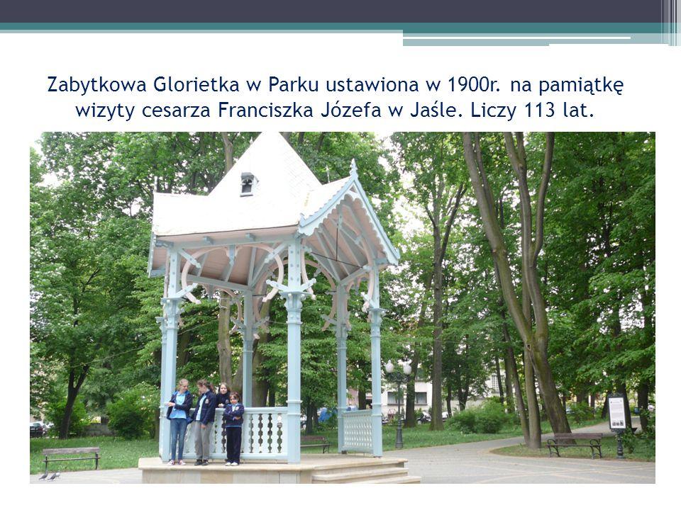 Zabytkowa Glorietka w Parku ustawiona w 1900r