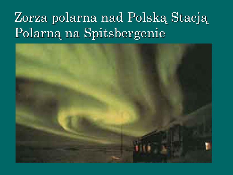 Zorza polarna nad Polską Stacją Polarną na Spitsbergenie