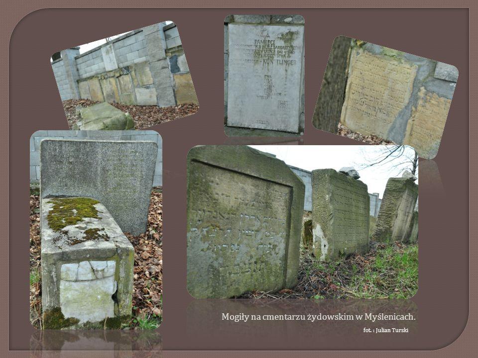 Mogiły na cmentarzu żydowskim w Myślenicach.
