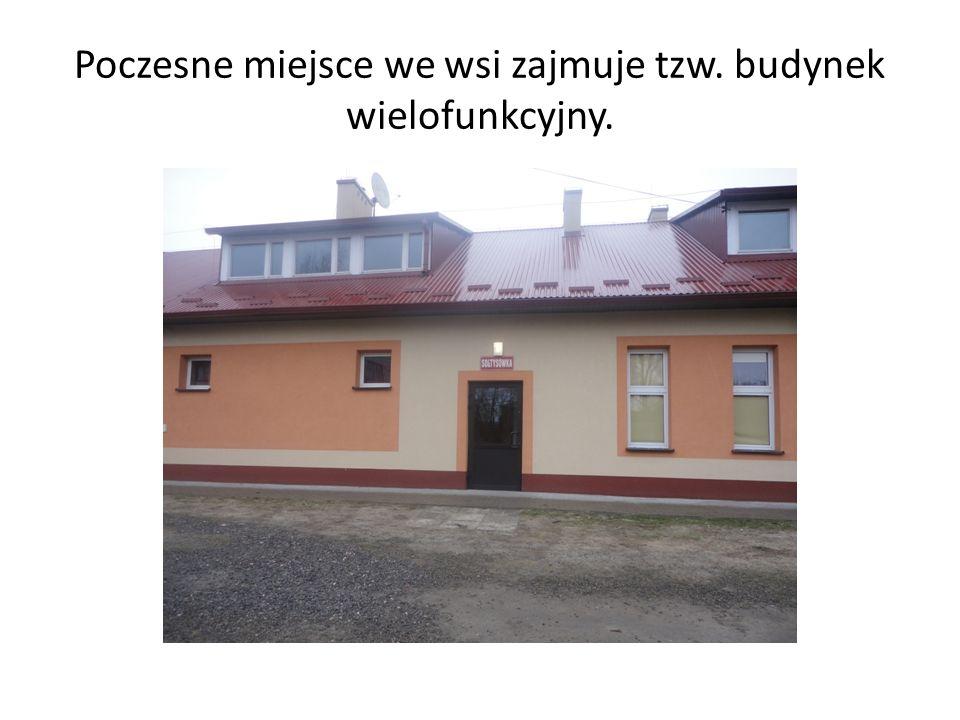 Poczesne miejsce we wsi zajmuje tzw. budynek wielofunkcyjny.