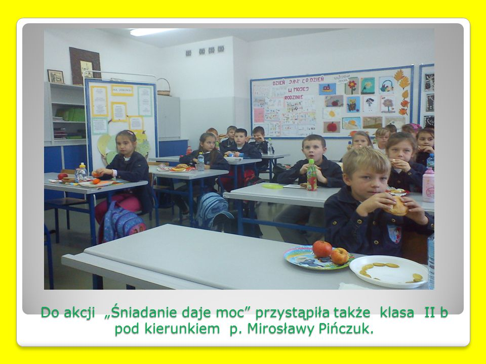 """Do akcji """"Śniadanie daje moc przystąpiła także klasa II b pod kierunkiem p. Mirosławy Pińczuk."""
