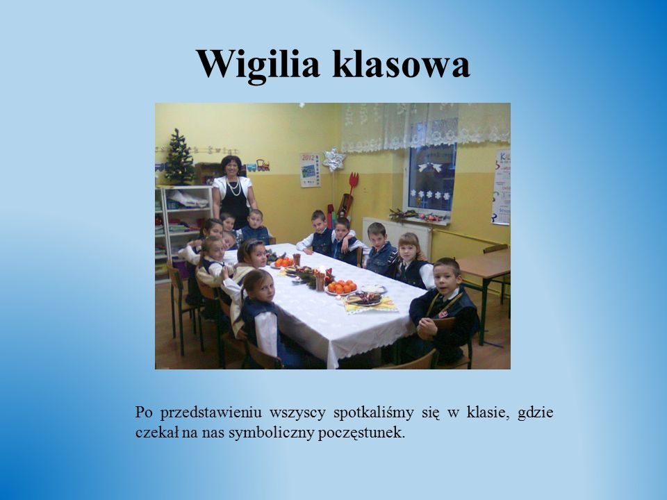 Wigilia klasowa Po przedstawieniu wszyscy spotkaliśmy się w klasie, gdzie czekał na nas symboliczny poczęstunek.