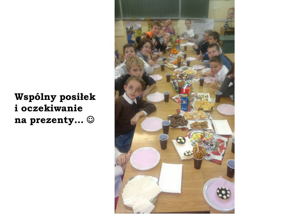 Wspólny posiłek i oczekiwanie na prezenty… 
