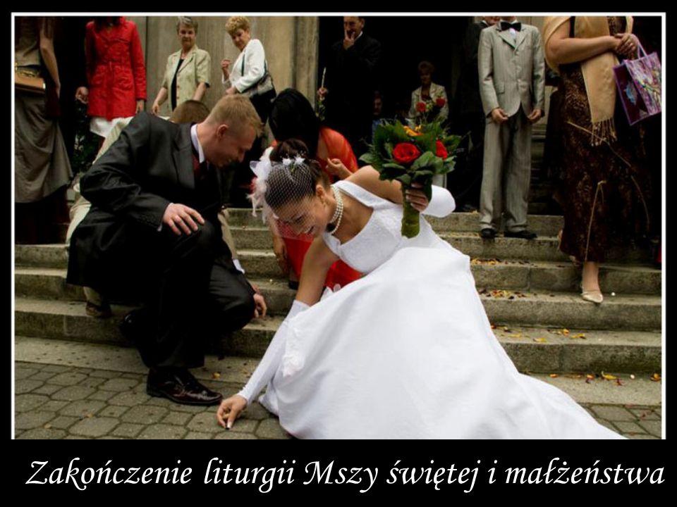 Zakończenie liturgii Mszy świętej i małżeństwa