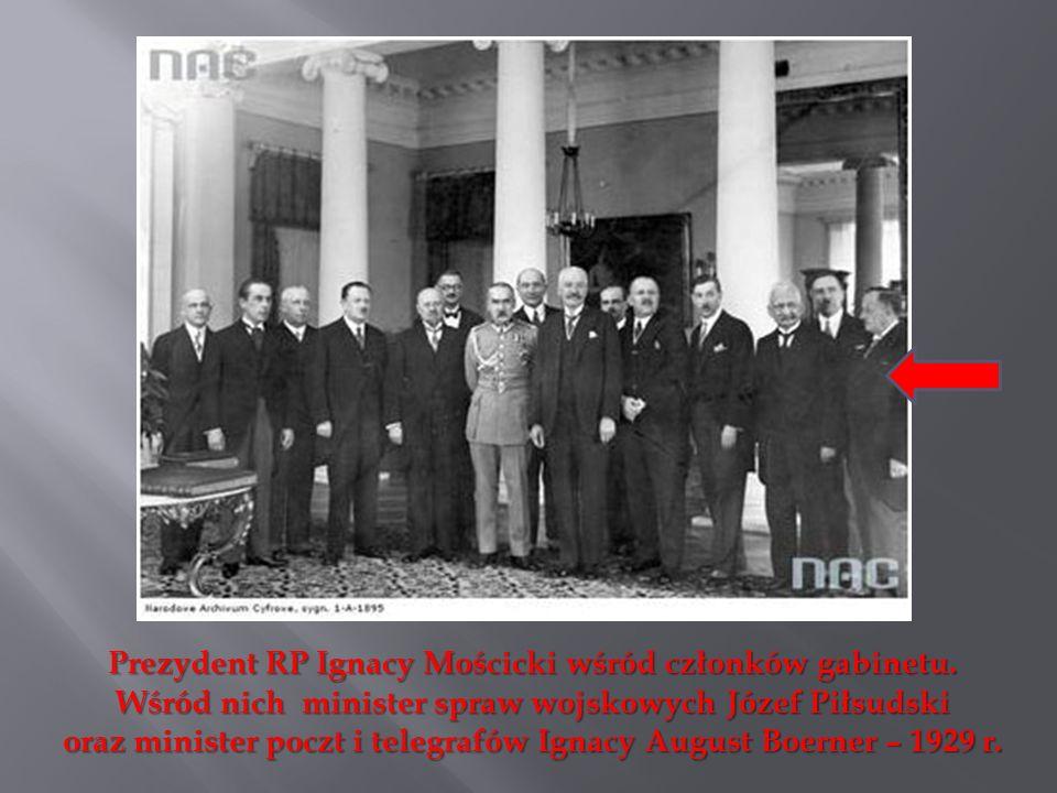 Prezydent RP Ignacy Mościcki wśród członków gabinetu.