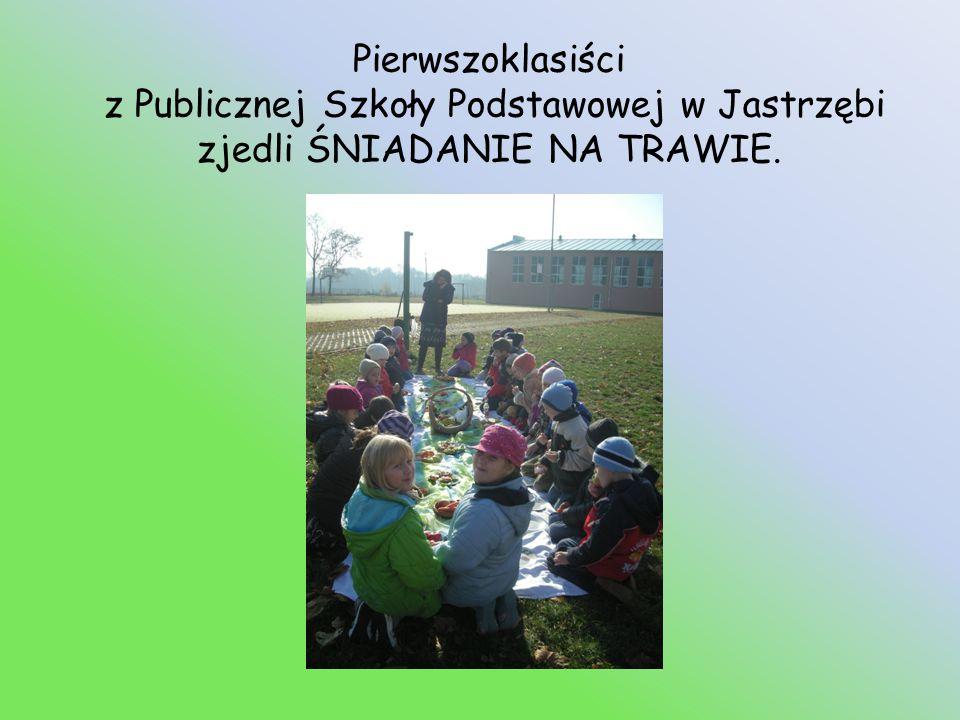 Pierwszoklasiści z Publicznej Szkoły Podstawowej w Jastrzębi zjedli ŚNIADANIE NA TRAWIE.