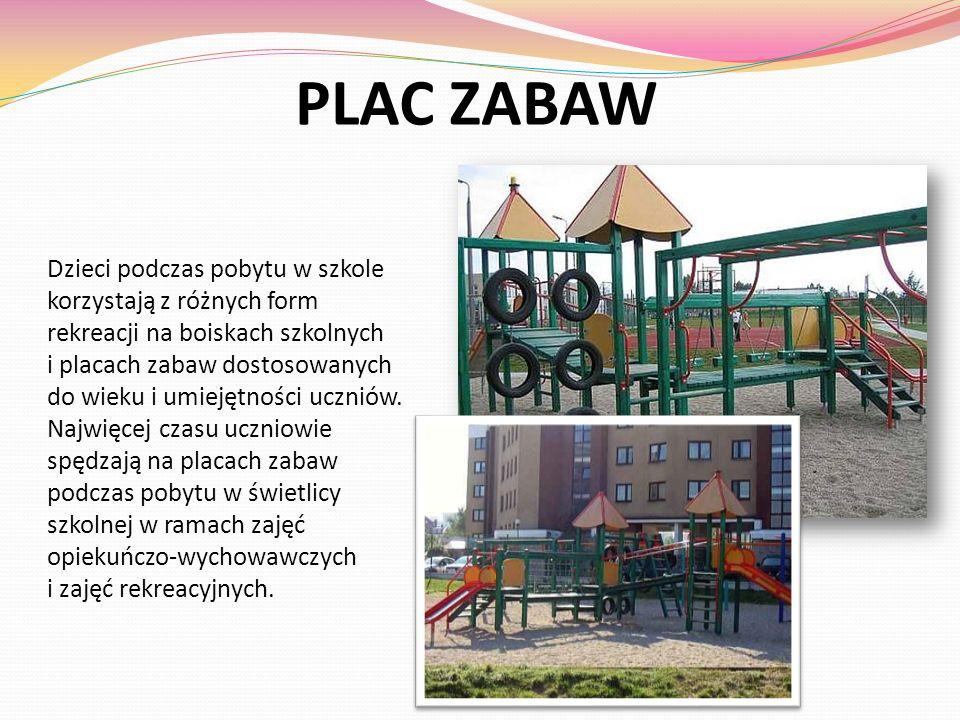 PLAC ZABAW Dzieci podczas pobytu w szkole korzystają z różnych form rekreacji na boiskach szkolnych.