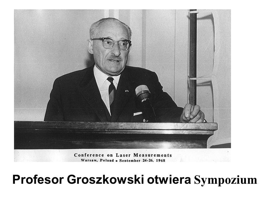 Profesor Groszkowski otwiera Sympozium