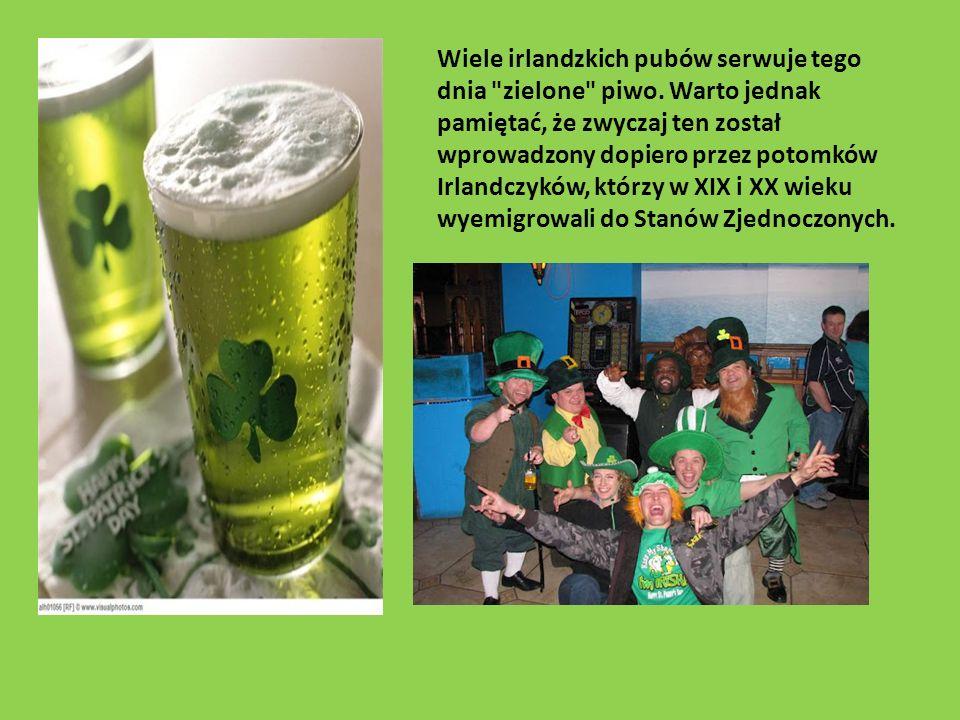 Wiele irlandzkich pubów serwuje tego dnia zielone piwo