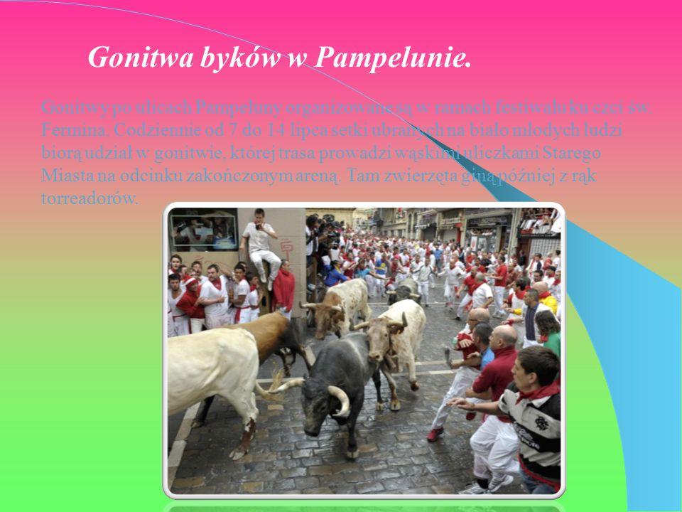 Gonitwa byków w Pampelunie.