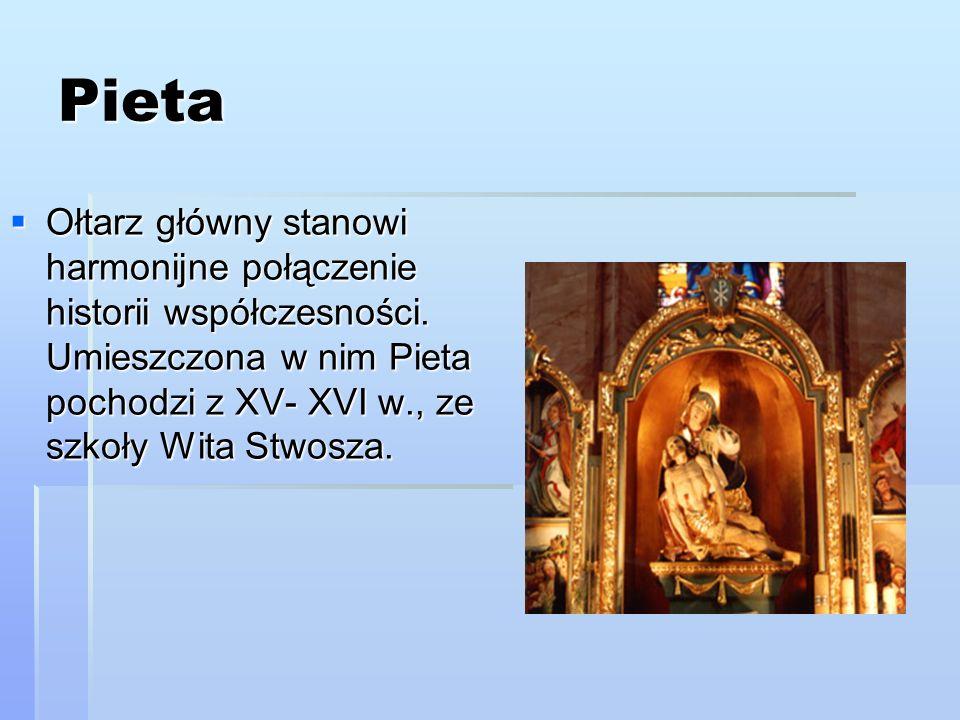 PietaOłtarz główny stanowi harmonijne połączenie historii współczesności.